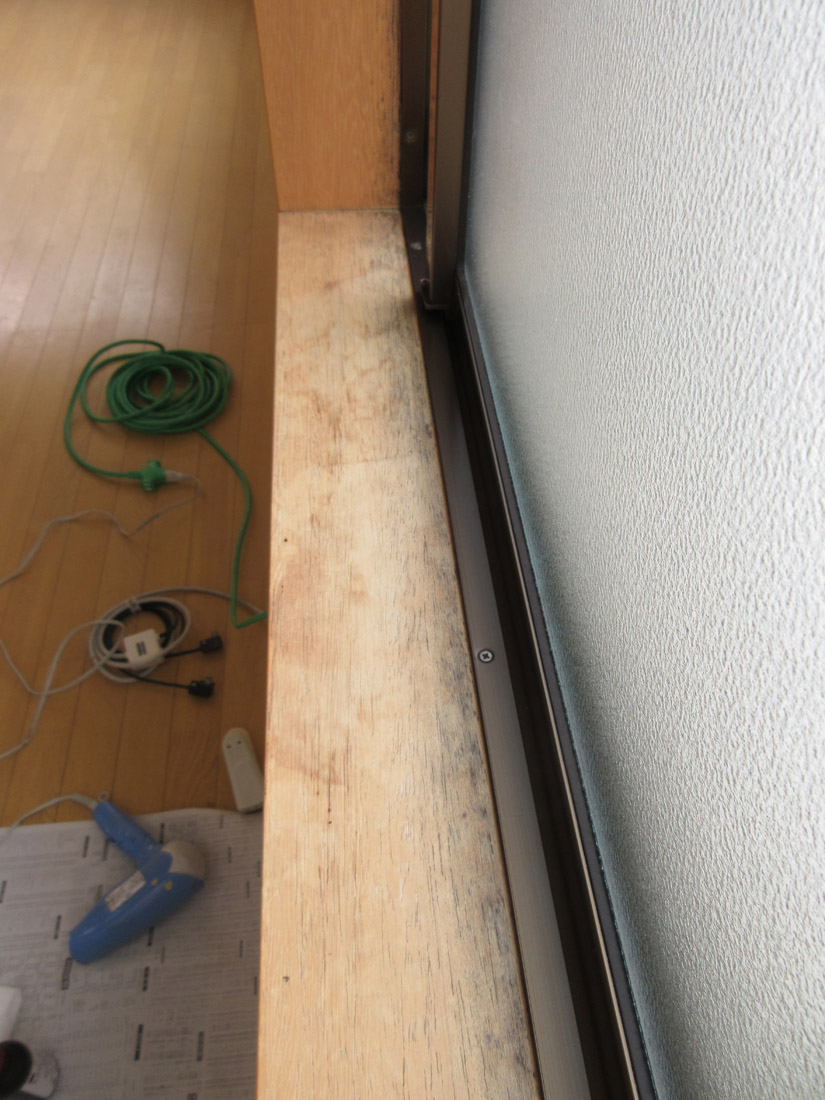窓枠リペア補修前①